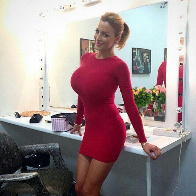 Большие жопы в обтягивающих платьях фото #9