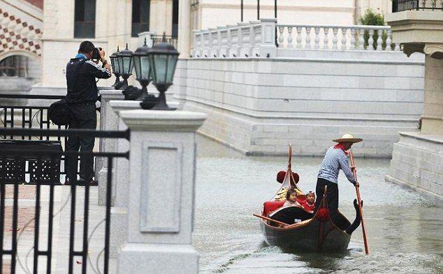 Китайцы построили свою Венецию
