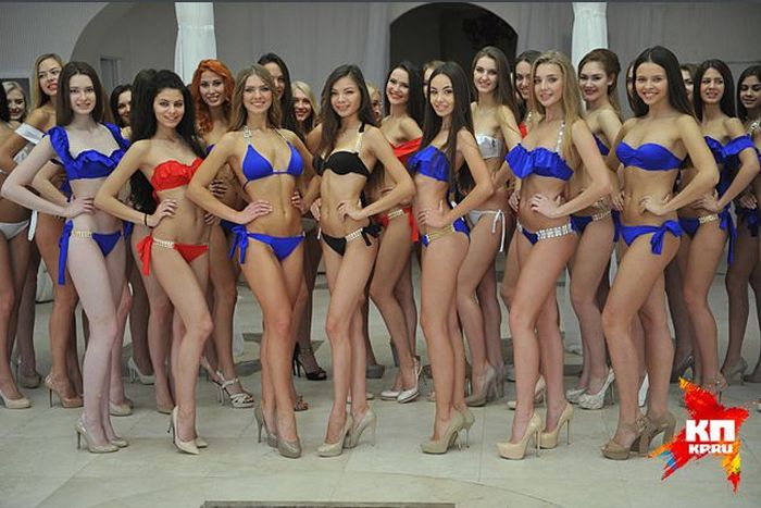 Участницы конкурса Краса России примеряли купальники