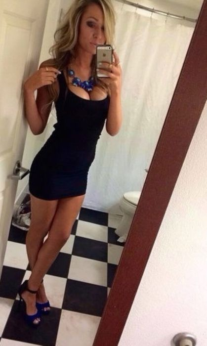 Сексуальные девушки и их облегающие наряды