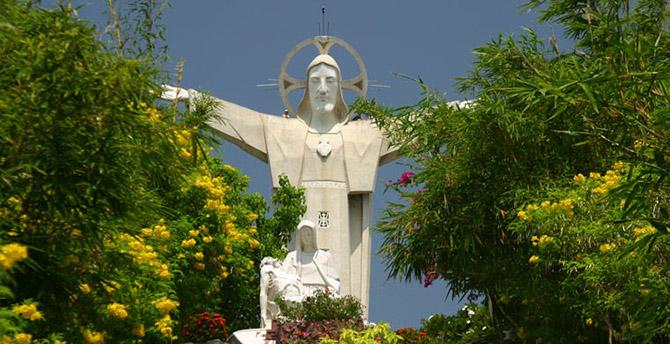 Внутри известных статуй мира