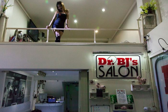 Dr. BJ's Salon - минет-бар в Бангкоке