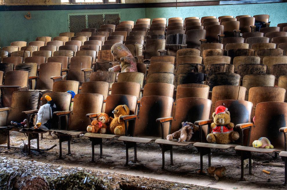 Заброшенные школы от Chris Luckhardt
