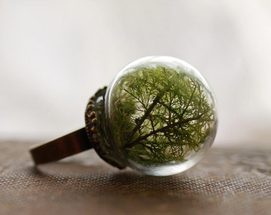 Кольца из стеклянных шаров с частичками природы