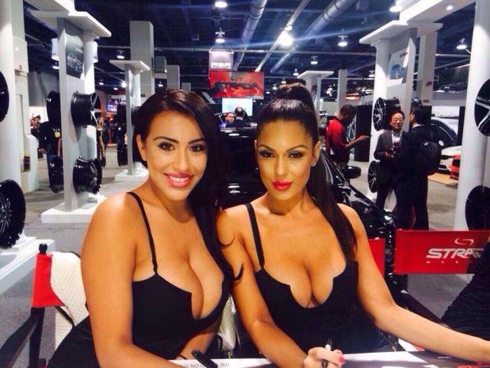 Сексуальные девушки с внушительной грудью