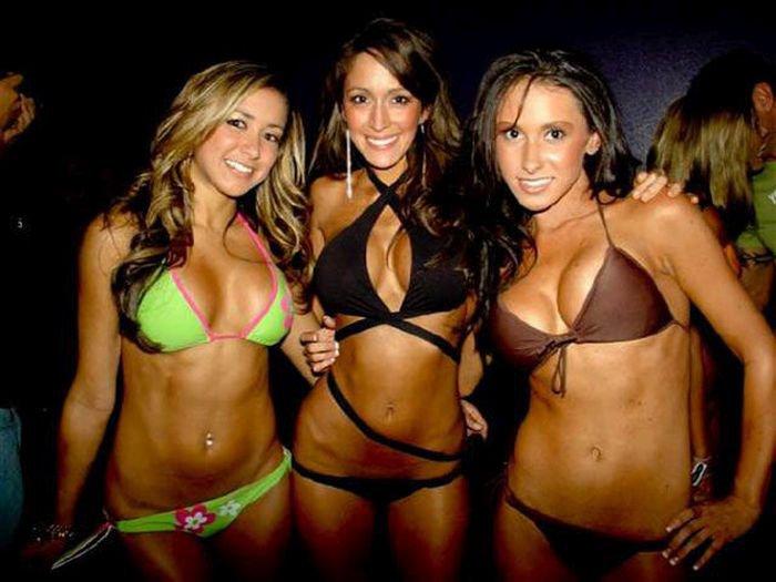 Сексуальные девушки в купальниках