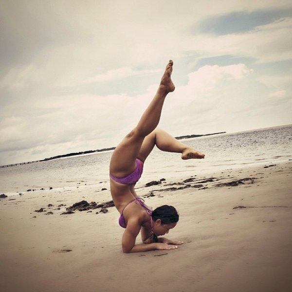 Йога на берегу океана