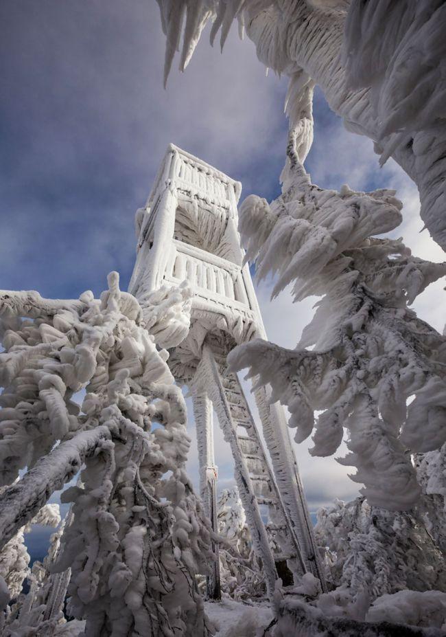 Гора Яворник в период сильных ветров и снегопадов