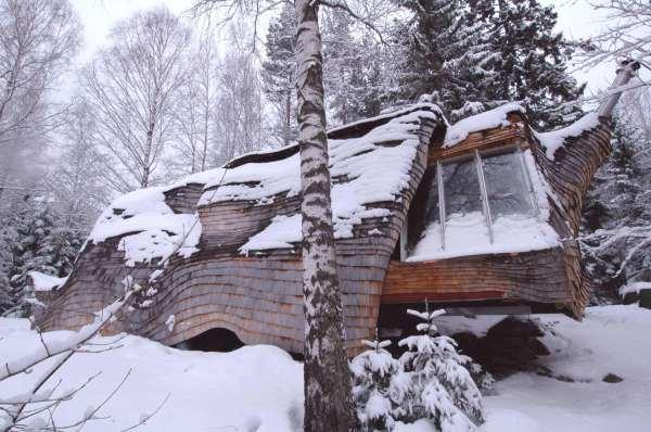 Крошечные дома, снаружи похожие на груду дров