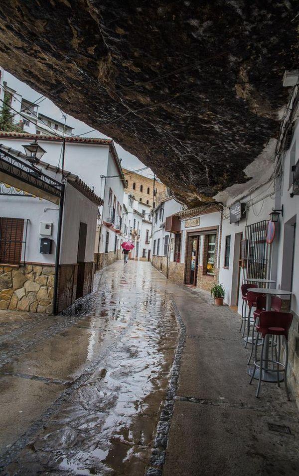 Уникальный испанский городок Сетениль-де-лас-Бодегас