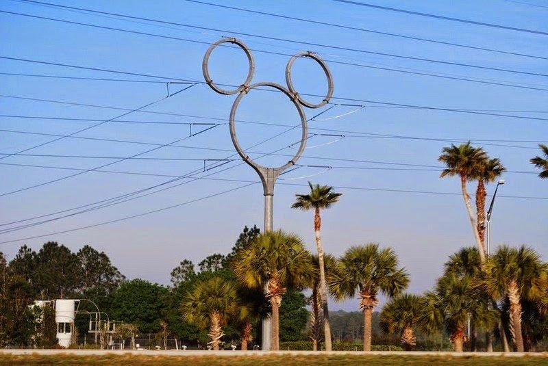 Прикольный дизайн для опор линий электропередачи