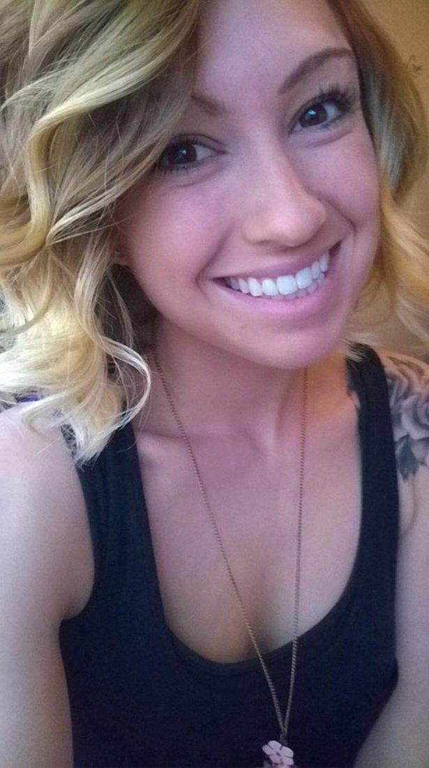 Девушки блондинки улыбаются