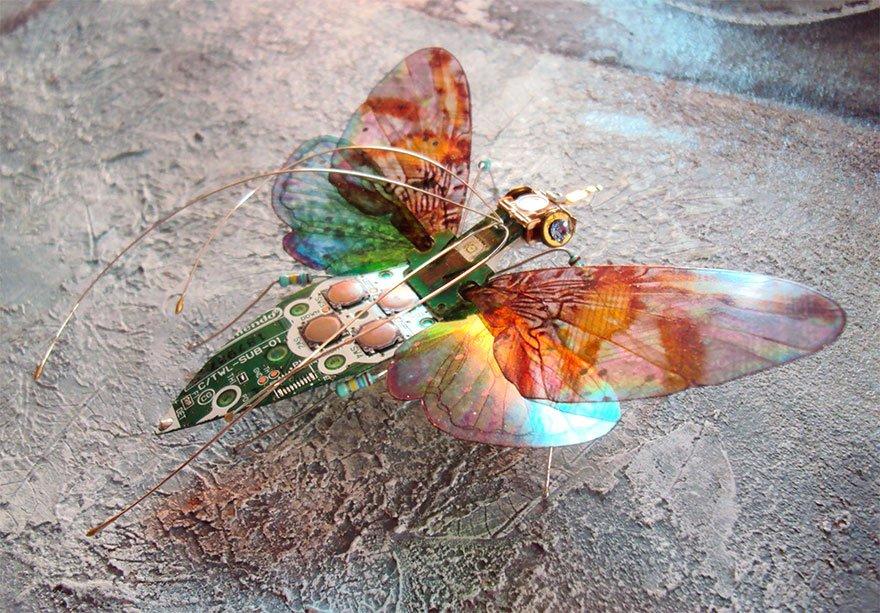 Миниатюрные насекомые из компьютерных компонентов