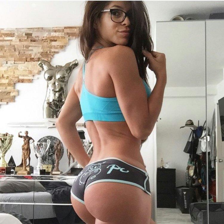 Красивые девушки любят спорт