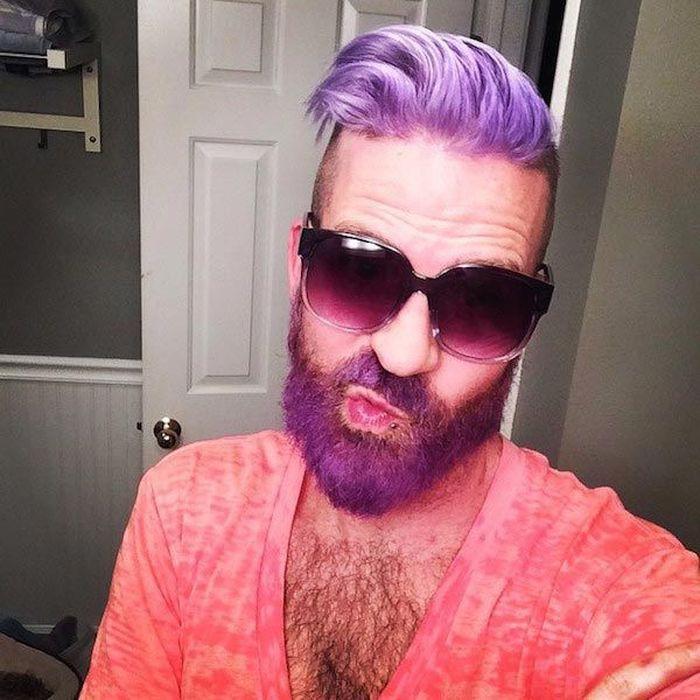 Разноцветные и радужные бороды парней