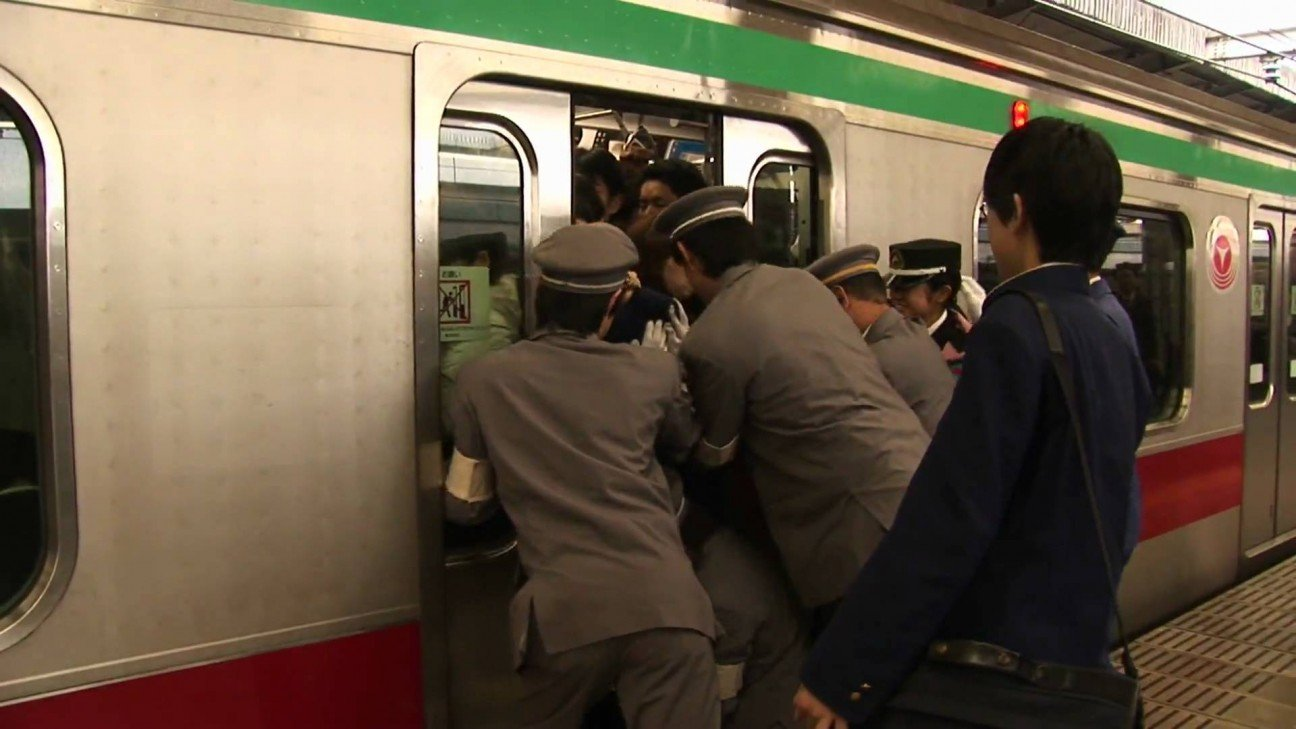 Што японки творят в метро 11 фотография