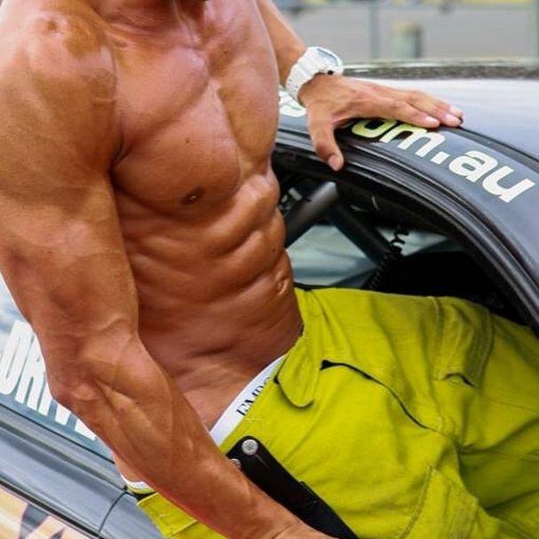 Симпатичные мужчины-пожарные