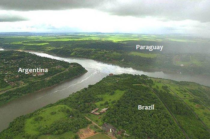 Границы между различными государствами