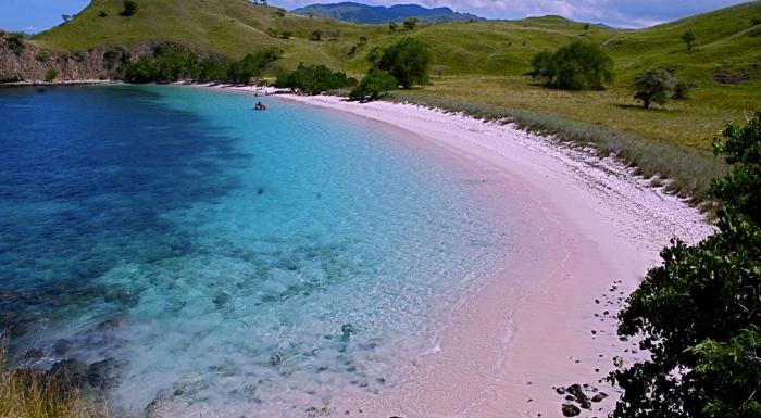 10 пляжей с нежно розовым оттенком