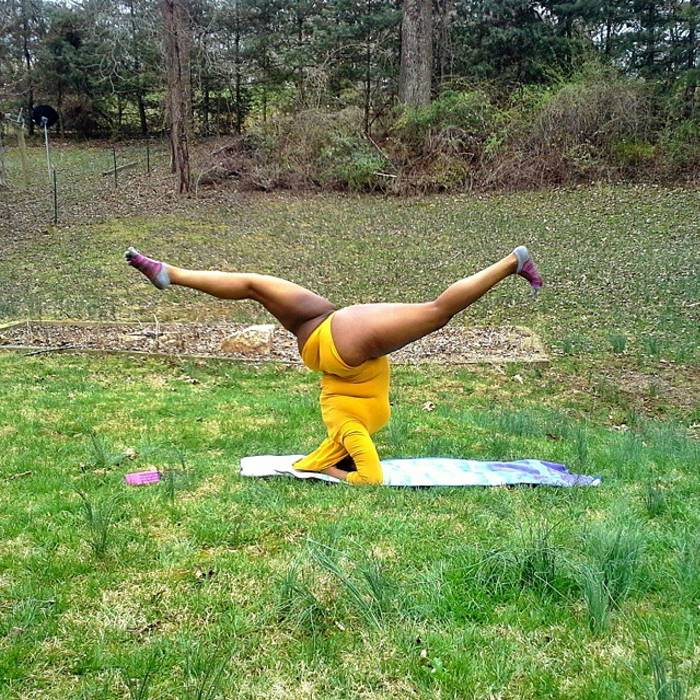 Йога для девушек с нестандартными параметрами набирает популярность