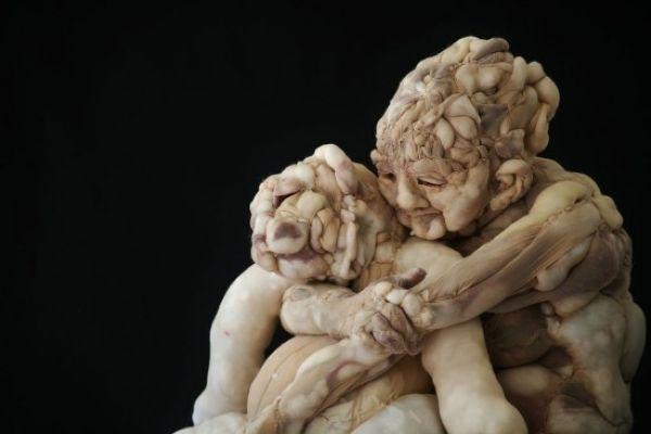 Жуткие скульптуры из чулков