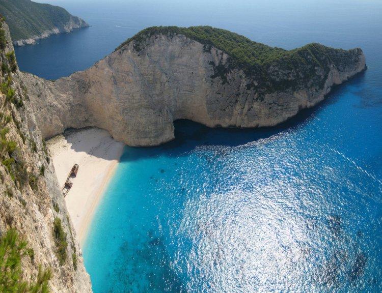 Бухта Навайо в Греции