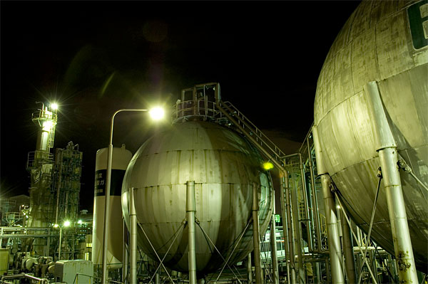 Индустриальные красоты Японии ночью