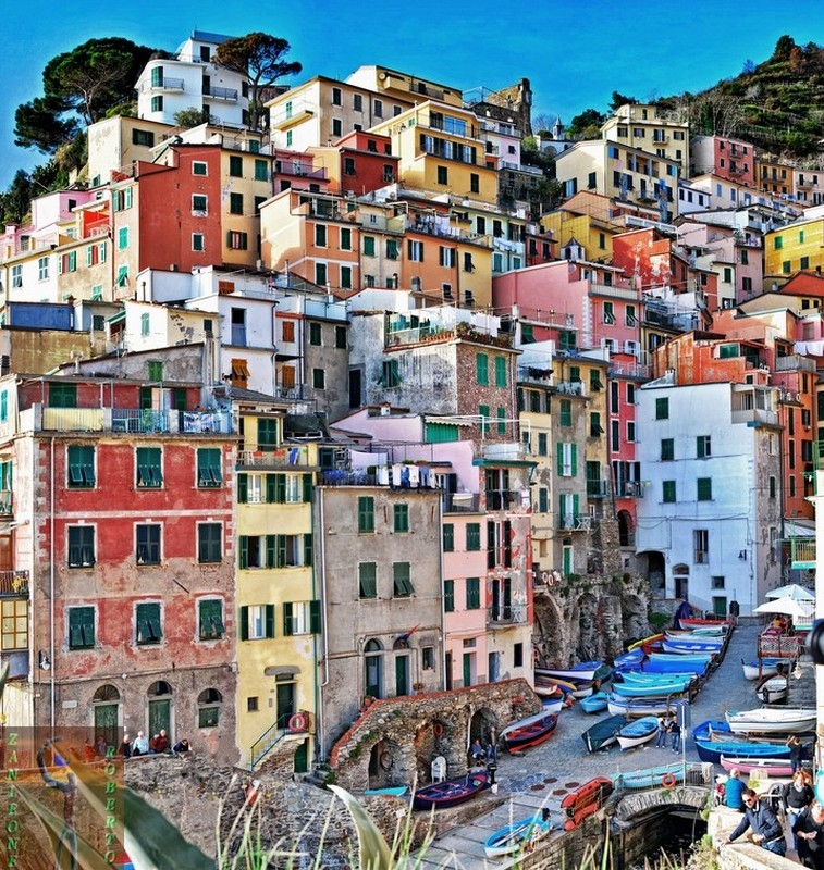 Романтический городок Риомаджоре в Италии