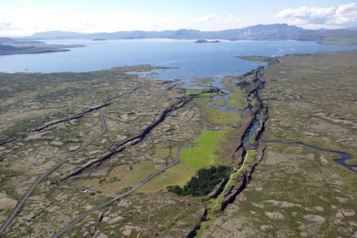 Место в Исландии, где расходятся тектонические плиты