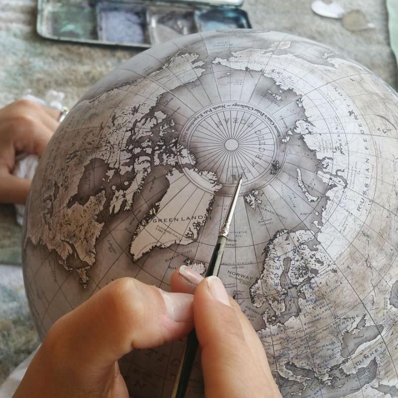 Рисованные глобусы ручной работы