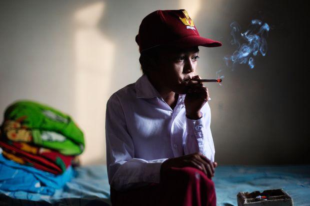 Курящие дети в объективе Мишель Сю