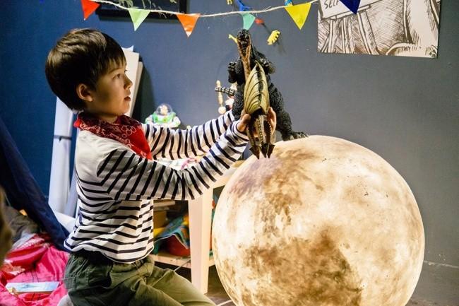 Лампа в виде Луны с таинственным светом