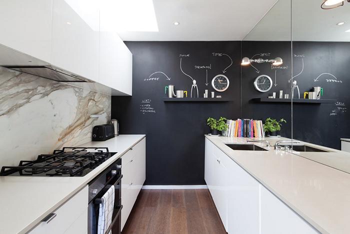 10 полезных советов по планировке узких кухонь