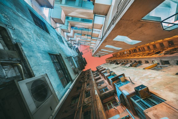 Гонконгские небоскребы снизу от фотографа Питера Стюарта