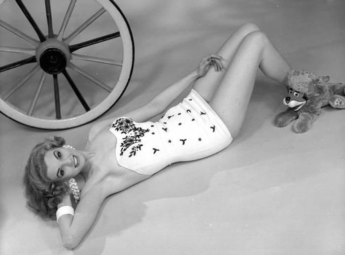 Странные и необычные фотографии моделей 60-х годов