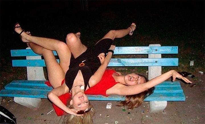 Девушки дурачатся и сходят с ума