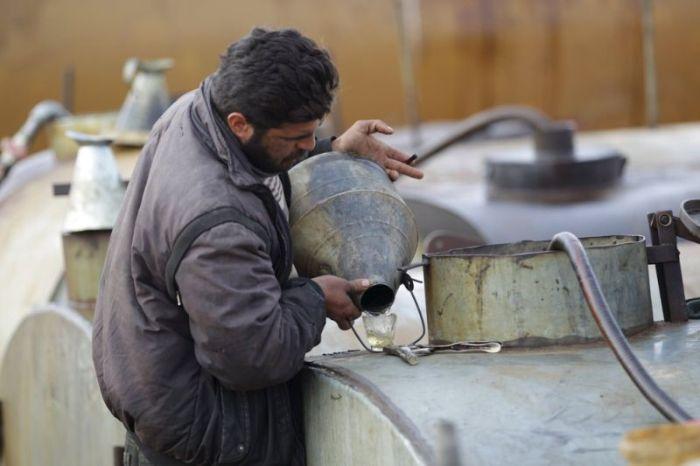 Кустарный завод по переработке нефти в Сирии