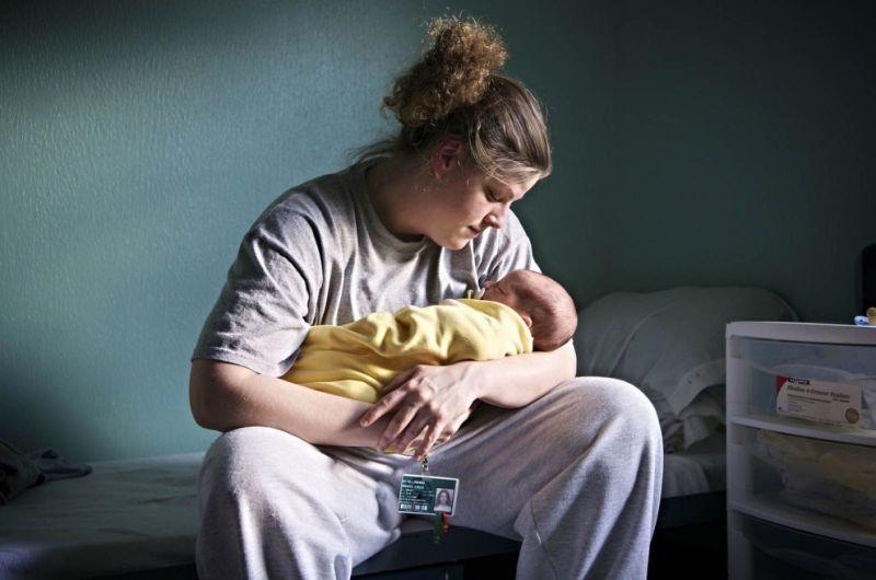 Жизнь заключенных матерей и их детей в тюрьмах США