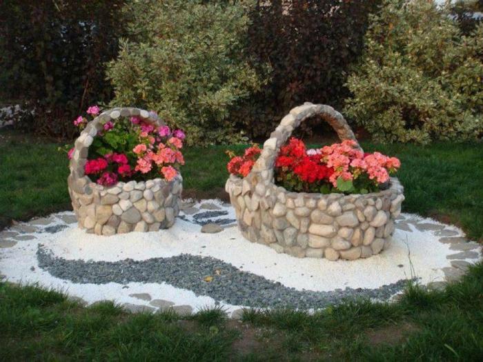 Декор сада из камня