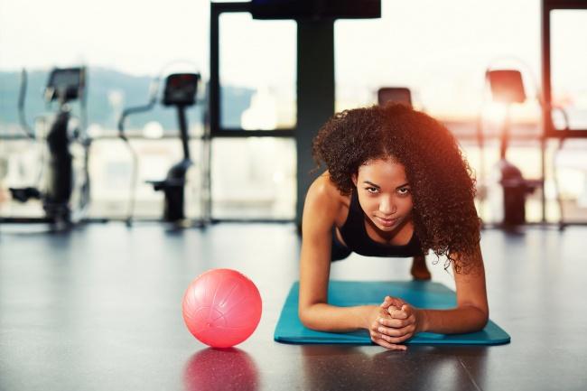 Evitar 13 errores principales de principiantes en el gimnasio.