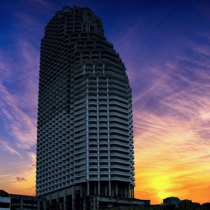 Заброшенные небоскребы и башни для любителей экстрима