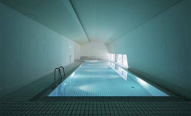 Семь комнат маленького ретрит-отеля на острове в Японии