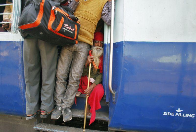 Экстремальная поездка: на железной дороге в Индии