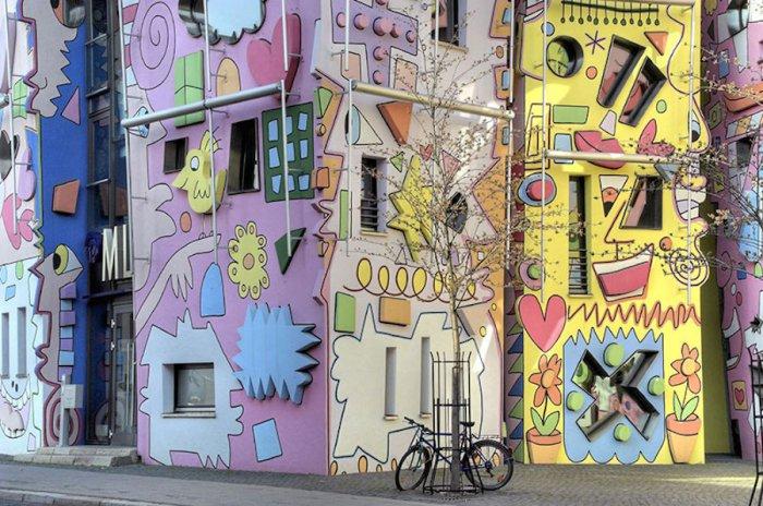 Счастливые фасады домов в немецком Брауншвейге