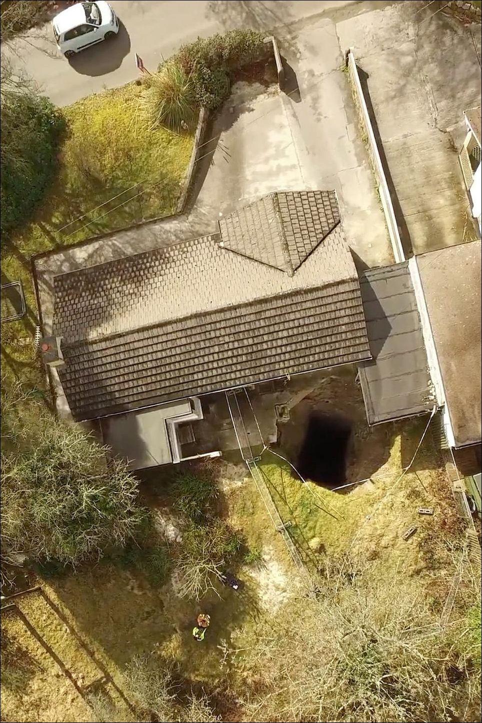 90-метровая дыра у дома