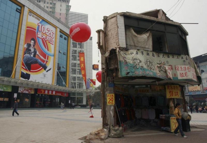 Дома в Китае, которые стали на пути строителей