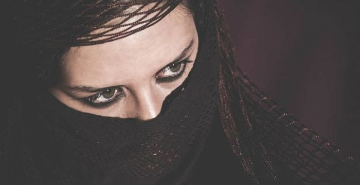 Какое наказание грозит неверным супругам в разных странах мира