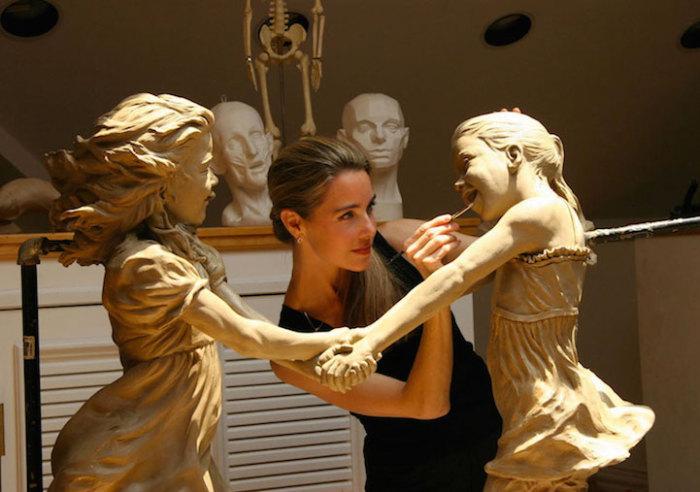 Невероятно реалистичные скульптуры о счастливом детстве