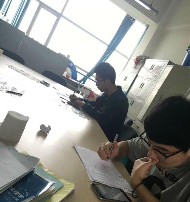 В Китае профессор заставил студентов написать от руки тысячу эмотиконов
