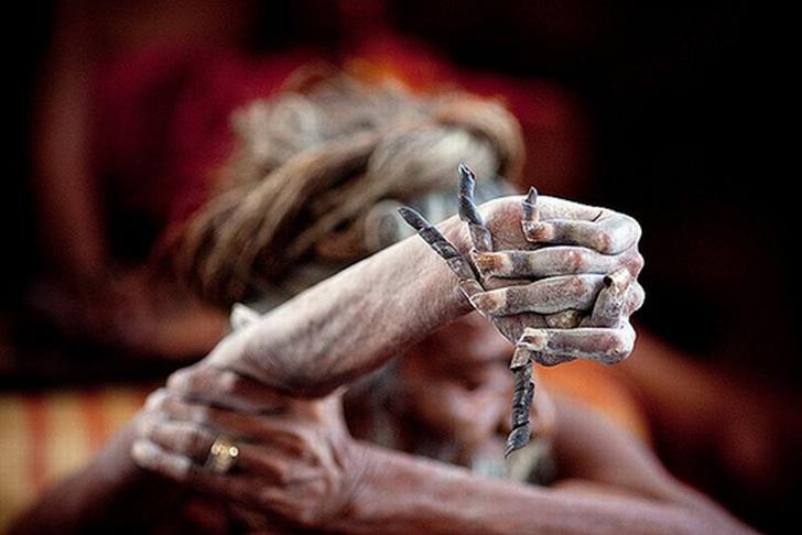 Индус держит руку поднятой уже 43 года